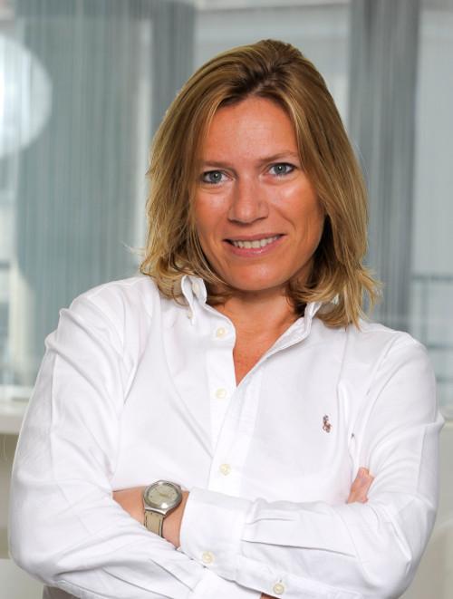 Frau Docteur-Médcine Stomatologie Madalina Dordea